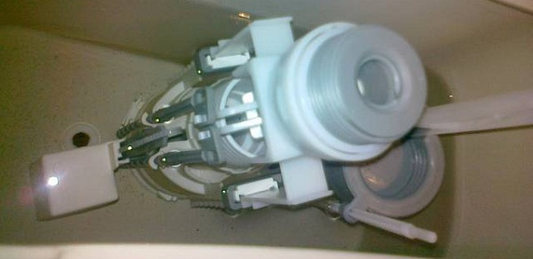 Монтаж на тоалетно казанче и моноблок