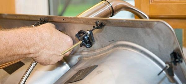 Монтаж на вани и мивки