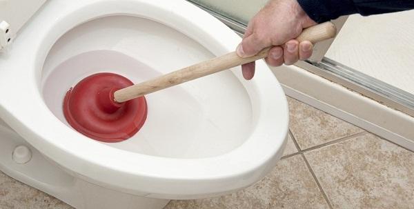 Отпушване на тоалетни